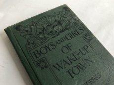 画像1: 1924年 BOYS AND GIRLS OF WAKE-UP TOWN イラストBOOK (1)